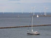 Turbo-alternatori del vento e shi orizzontali di navigazione Fotografia Stock Libera da Diritti