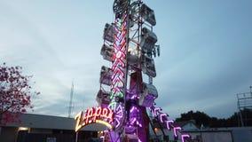 Turbo de Dalingsactiviteit van de nachtpret in Camellia Festival stock footage