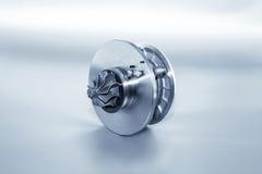 Turbocompressor op metaalachtergrond Autoturbine - een deel van engin royalty-vrije stock afbeelding