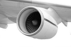 Turbojet onder de vleugel van een vliegtuig Stock Afbeeldingen