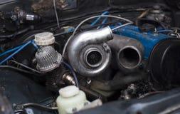 Turboladdareuppladdare på bilmotorn Arkivbilder