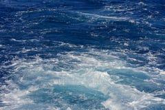 Turbolenza fatta dalla schiuma dell'acqua di mare Immagine Stock Libera da Diritti