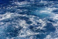 Turbolenza fatta dalla schiuma dell'acqua di mare Immagini Stock Libere da Diritti