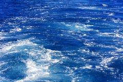 Turbolenza fatta dalla schiuma dell'acqua di mare Fotografia Stock