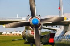 Turboprop-Triebwerk Transportflugzeuge Lizenzfreie Stockfotos