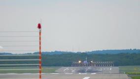 Turbopropmotorflygplan som att närma sig, innan att landa lager videofilmer