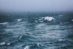 Turbulent waves of Pacific ocean Royalty Free Stock Images