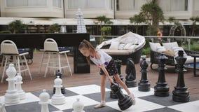 Turcja, Belek - 20 maja 2019 Hotel Papilon Zeugma Matka i córka grające w szachy na miejscu zbiory