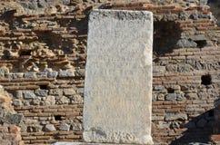 Turcja, Izmir, Bergama starożytnego grka kolumny inskrypcja Zdjęcie Royalty Free