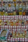 Turcja, Kemer, 12,08,2017 Aromatycznych olejów w butelkach dla butelkować Fotografia Royalty Free