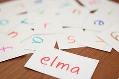 Turco; Apprendimento della parola nuova con le carte di alfabeto; Scrittura Immagine Stock