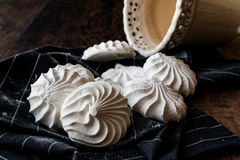 Turco Beze o merengue en el pañuelo negro Foto de archivo libre de regalías