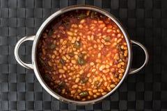 Turco Kuru Fasulye/fagioli in salsa in vaso fotografia stock