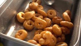 Turco Lokma nomeado Anatolia Traditional Sweet Dessert Donut vídeos de arquivo