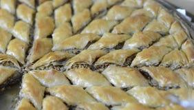 Turco Ramadan Dessert Baklava com nozes imagens de stock