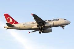 A319 turcos após decolam Fotografia de Stock Royalty Free