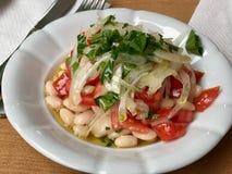 Turecka cynaderki fasoli Piyaz sałatka z cebulami i pomidorami Obrazy Stock