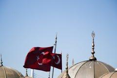 Turecka flaga państowowa i kopuły w widoku Obraz Royalty Free