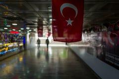 Turecka flaga w aunderground przejściu w Istanbuł, Turcja Fotografia Stock