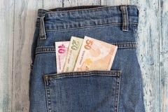 Turecki pieniądze w tylnej kieszeni cajgi Zaopatruje fotografię fotografia royalty free