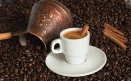 Tureckiej kawy garnek z filiżanką kawy Zdjęcia Stock