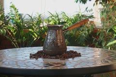 Turek dla kawy na stole obraz stock