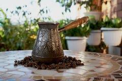 Turek dla kawy na stole obrazy royalty free