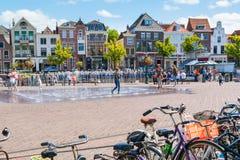 Turfmarkt och Beestenmarkt kvadrerar i Leiden, Nederländerna Royaltyfri Foto