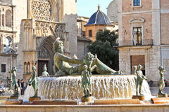 Turia Fountain sur Plaza de la Virgen à Valence Photos libres de droits