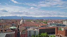 Turijn, Turijn, het luchtpanorama van de timelapsehorizon met de Alpen op de achtergrond Itali?, Piemonte, Turijn stock videobeelden