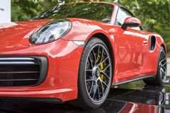 TURIJN, ITALIË - JUNI 9, 2016 Porsche 911 Turbos op vertoning bij de openluchtauto van Turijn toont stock foto's