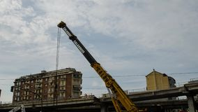 Turijn, Piemonte, Italië 21 mei 2018 De vernieling van het viaduct van Corso Grosseto stock footage