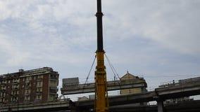 Turijn, Piemonte, Italië 21 mei 2018 De vernieling van het viaduct van Corso Grosseto stock video