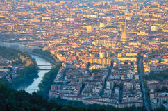 Turijn & x28; Torino& x29; panorama bij zonsopgang stock foto's