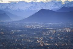 Turin-Alpen-Skyline lizenzfreie stockfotos