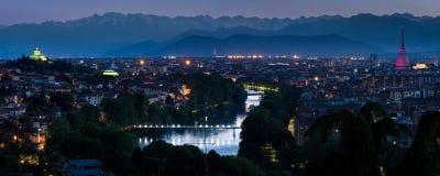 Turin cityscapepanorama med floden Po Royaltyfria Bilder