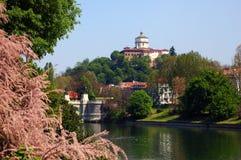 Turin-Flussfrühling lizenzfreie stockfotos