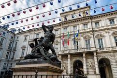 Turin, hôtel de ville et monument vert de compte photographie stock libre de droits
