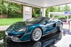 TURIN, ITÁLIA - 12 DE JUNHO DE 2016: o McLaren novo 570GT no suporte fotografia de stock