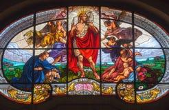 TURIN, ITÁLIA - 13 DE MARÇO DE 2017: O vitral do bom pastor em di Santo Tommaso de Chiesa da igreja Foto de Stock Royalty Free