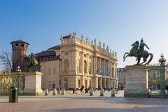 TURIN, ITÁLIA - 14 DE MARÇO DE 2017: A praça quadrada Castello com o Palazzo Madama e o Palazzo Reale Imagem de Stock Royalty Free