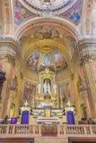 TURIN, ITÁLIA - 13 DE MARÇO DE 2017: O altar e o presbitério principais de di Santo Tomaso de Chiesa da igreja Fotos de Stock Royalty Free