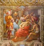 TURIN, ITÁLIA - 13 DE MARÇO DE 2017: O fresco da coroação com os espinhos em di Santa Teresia de Chiesa da igreja Fotografia de Stock