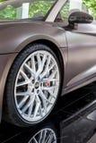 TURIN, ITALIE - 12 JUIN 2016 : la roue avant d'Audi R8 Spyde Photos libres de droits