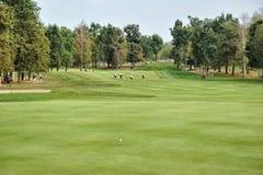 Turin Italien circa leerem Golfplatzgrün Septembers und Fahrrinnenpanoramablick stockfotos