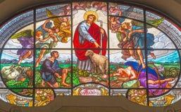 TURIN, ITALIEN - 13. MÄRZ 2017: Das Buntglas des guten Schäfers in Kirche Chiesa-Di Santo Tommaso durch unbekannten Künstler Lizenzfreie Stockbilder