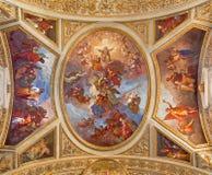 TURIN, ITALIEN - 14. MÄRZ 2017: Das Deckenfresko von Jesus Christ in seinem Ruhm in Kirche Chiesa-dei Santi Martiri Stockfoto