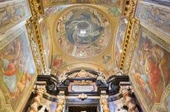 TURIN, ITALIEN - 13. MÄRZ 2017: Die Freskos der Seitenkapelle von St. kreuzen in Kirche Chiesa-Di Santa Teresa durch G Paolo Recc Lizenzfreies Stockfoto
