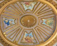 TURIN, ITALIEN - 14. MÄRZ 2017: Die Kuppel mit dem Fresko von Vorzügen in Kirche Basilika del Corpus Christi Lizenzfreie Stockfotografie