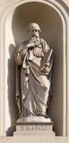 TURIN, ITALIEN - 16. MÄRZ 2017: Die Marmorstatue von St Mark der Evangelist auf der Fassade von Kirche Chiesa-Di San Massimo von  Lizenzfreies Stockbild